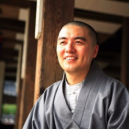 News & Issues | Monk Spreads Buddhist Philosophy With 140-Character Tweets